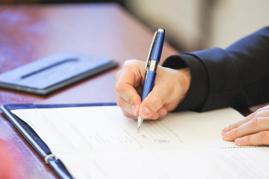 Renouvellement de la Chaire Cyber CNI : signature par les partenaires lors du FIC 2019, le 22 janvier à Lille